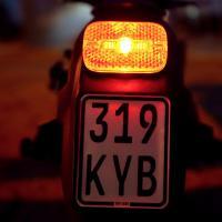 IO HAWK Legend Schwarz/Rot Straßen-Bereifung mit Blinker